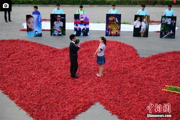 Ớt được các chàng trai ở Trung Quốc sử dụng trong màn cầu hôn. (Nguồn: Internet)