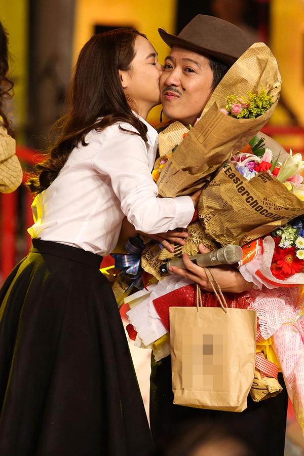 Nhã Phương bất ngờ dành tặng bạn trai nụ hôn ngọt ngào... - Tin sao Viet - Tin tuc sao Viet - Scandal sao Viet - Tin tuc cua Sao - Tin cua Sao