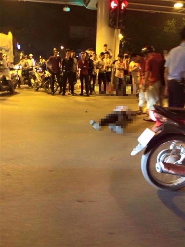 Một nạn nhân nằm bất động tại hiện trường. Ảnh: FB