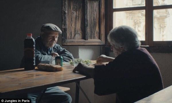 Tình yêu bình dị của hai ông bà tại ngôi làng hoang. (Ảnh: Internet)