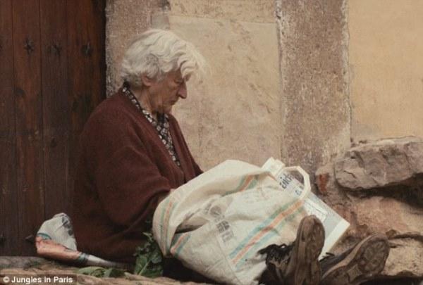 Tình yêu của ông đã khiến bà luôn cảm thấy ấm áp nơi làng quê hiu quạnh. (Ảnh: Internet)