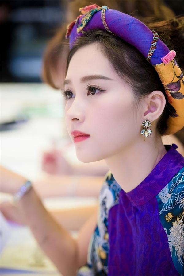 Choáng ngợp trước vẻ đẹp thuần khiết của Thu Thảo trong tà áo dài - Tin sao Viet - Tin tuc sao Viet - Scandal sao Viet - Tin tuc cua Sao - Tin cua Sao