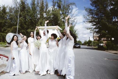 Những người bạn thân thiết đến chúc mừng Phan Như Thảo. - Tin sao Viet - Tin tuc sao Viet - Scandal sao Viet - Tin tuc cua Sao - Tin cua Sao