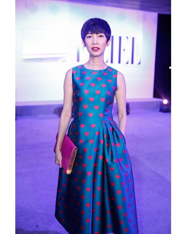 Xuân Lan trở nên trẻ trung hơn trong bộ váy có phom cổ điển với điểm nhấn là họa tiết trái tim của nhà thiết kế Đỗ Mạnh Cường.