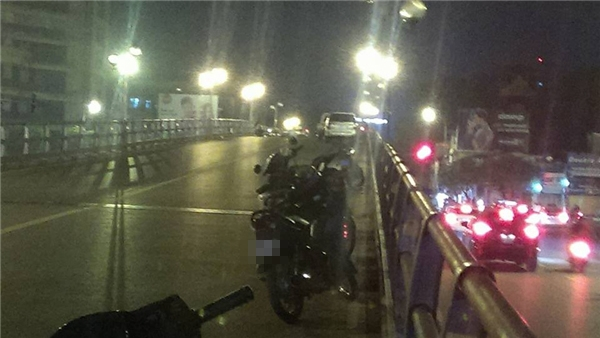 Tài xế taxi gây tai nạn liên hoàn rồi nhảy cầu tự tử