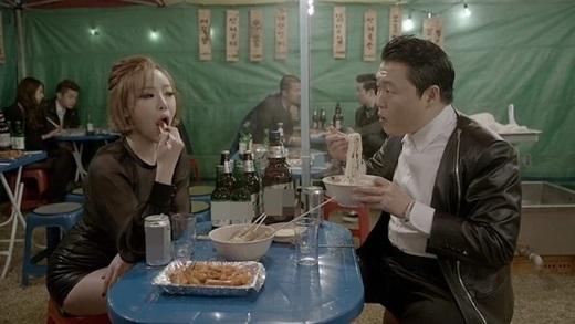 Soju là thức uống có cồn bán chạy nhất ở Hàn Quốc, đặc biệt là loại Jinro Soju.(Ảnh: Internet)