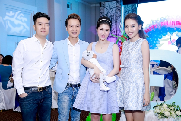 Ca sĩ Lê Hiếu và bạn gái sinh năm 1995 đến chúc mừng vợ chồng Đăng Khôi. - Tin sao Viet - Tin tuc sao Viet - Scandal sao Viet - Tin tuc cua Sao - Tin cua Sao