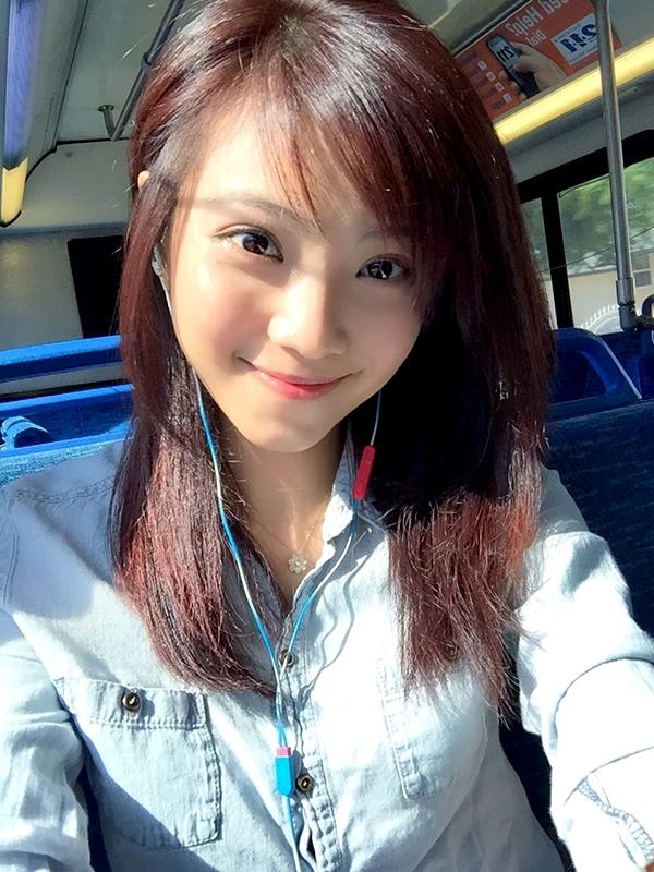 Xốn xang trước nhan sắc du học sinh Việt làm MC tại Mĩ