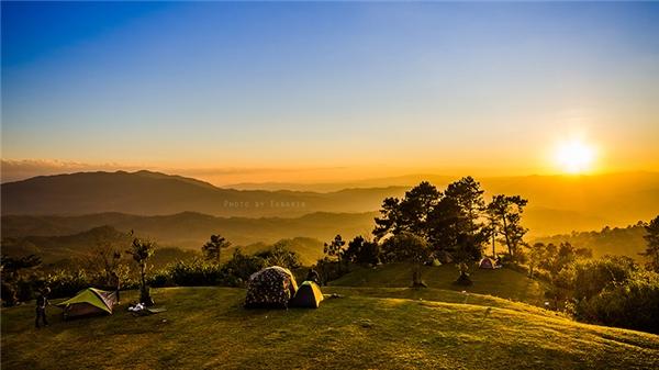 Huay Nam Dang nằm trên đỉnh đồi thuộc cùng một dãy dãy núi với Chiang Dao. (Ảnh: Internet)