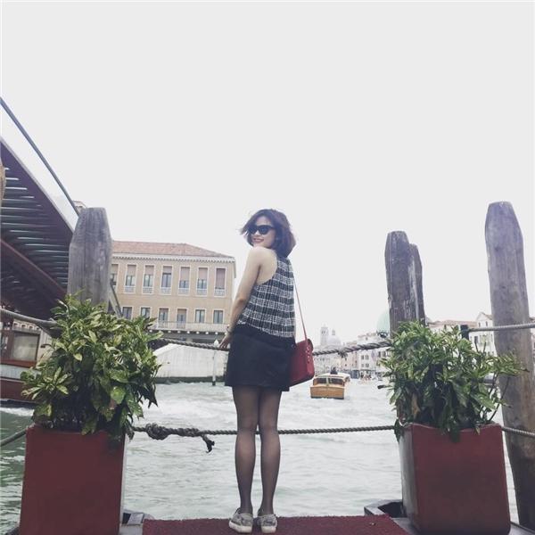 Lê Giang chụp ảnh tại Ý. (Ảnh: Internet)