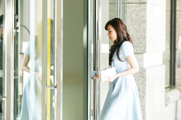 Diện chiếc váy xanh đơn giản, sự xuất hiện của Midu đã thu hút sự chú ý của mọi người - Tin sao Viet - Tin tuc sao Viet - Scandal sao Viet - Tin tuc cua Sao - Tin cua Sao