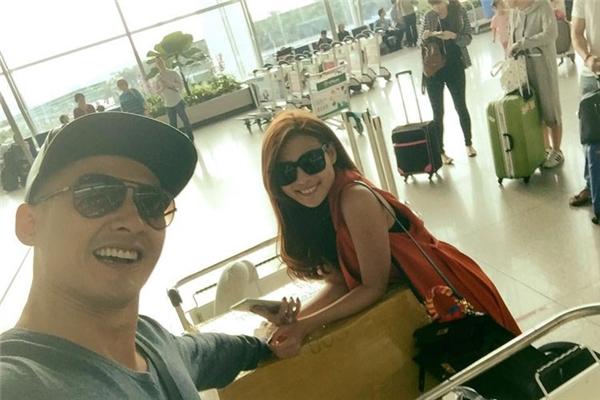 Trước đó, cả hai đã có mặt tại sân bay Tân Sơn Nhất để chuẩn bị cho chuyến đi sang Mỹ. - Tin sao Viet - Tin tuc sao Viet - Scandal sao Viet - Tin tuc cua Sao - Tin cua Sao