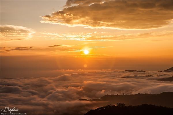 """Doi Kat Phee chỉ mới bắt đầu nổi trong vài năm gần đây và đang dần trở thành điểm du lịch """"vạn người mê"""" khi nhiều du khách đến đây cắm trại đợi ngắm mặt trời mọc.(Ảnh: Internet)"""