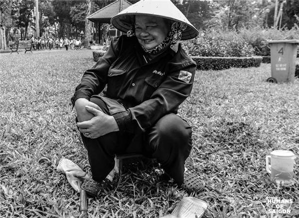Là phút nghỉ ngơi dưới cái nắngSài Gòngay gắt củacô công nhân vệ sinh.(Ảnh: Humans of Saigon)