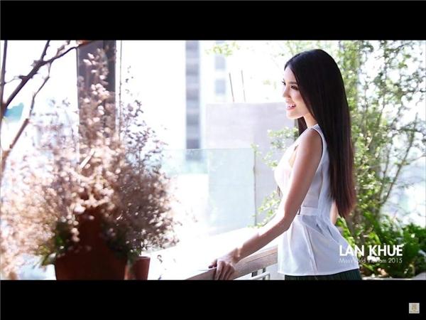 """Lan Khuê mong ước sẽ đạt được thành công tại cuộc thi Hoa hậu Thế Giới 2015 để """"biến những giấc mơ của mình thành hiện thực"""". Đókhông phải là giấc mơdành cho bản thânmà làcho những đứa trẻ cô đang nỗ lực giúp đỡ trong dự án """"Chung tay cùng Khuê""""."""