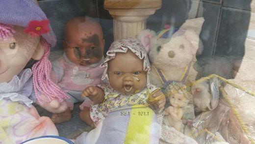 Con búp bê ma ám đang chảy nước mắt. (Ảnh: Daily Star)