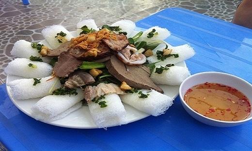 """Để ăn được đĩa bánh hỏi lòng heo ngon nhất, """"chuẩn"""" nhất, tôi đã phải lặn lộiđến vùng Phước Khánh cách trung tâm Ninh Thuận 2 cây số.(Ảnh: Internet)"""