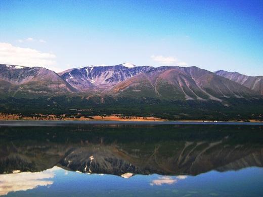 Hồ Khuvsgul, nằm dưới chân dãy Sayan ở phía tây bắc Mông Cổ, giáp rừng Taiga của Siberia, là một trong những hồ nước ngọt lớn nhất châu Á. Khu vực hồ là nơi sinh sống của một số bộ tộc lâu đời nhất Mông Cổ như Tsaatan (hay còn gọi là người tuần lộc).(Ảnh: Internet)