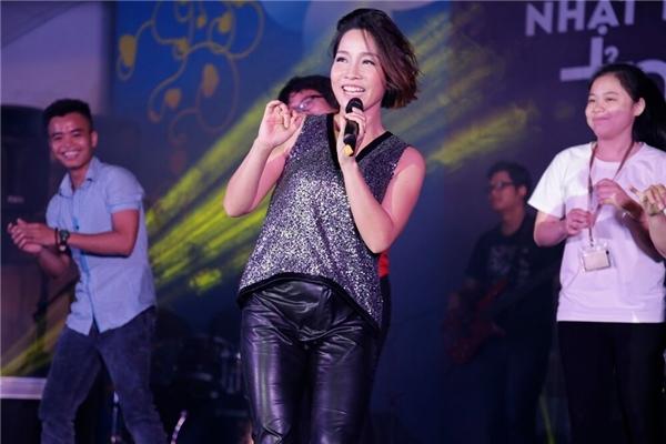 Ca sĩ Mỹ Linh cũng góp phầnmang đến những giai điệu sôi động cho chương trình. - Tin sao Viet - Tin tuc sao Viet - Scandal sao Viet - Tin tuc cua Sao - Tin cua Sao