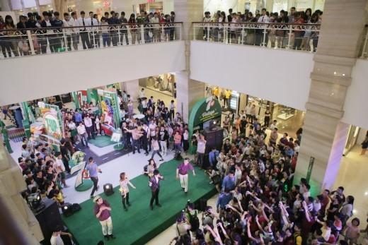 Một đêm với nhiều hoạt động sôi nổi, hào hứng tại Quảng trường 7Up đã trở thành kỉniệm khó quên với các bạn Hà Thành.