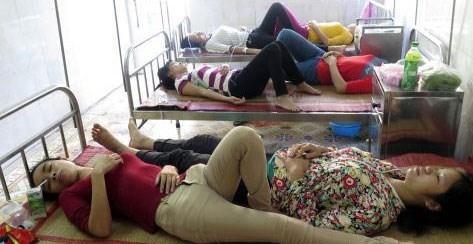 Công nhân được điều trị tại Bệnh viện Đa khoa huyện Trực Ninh