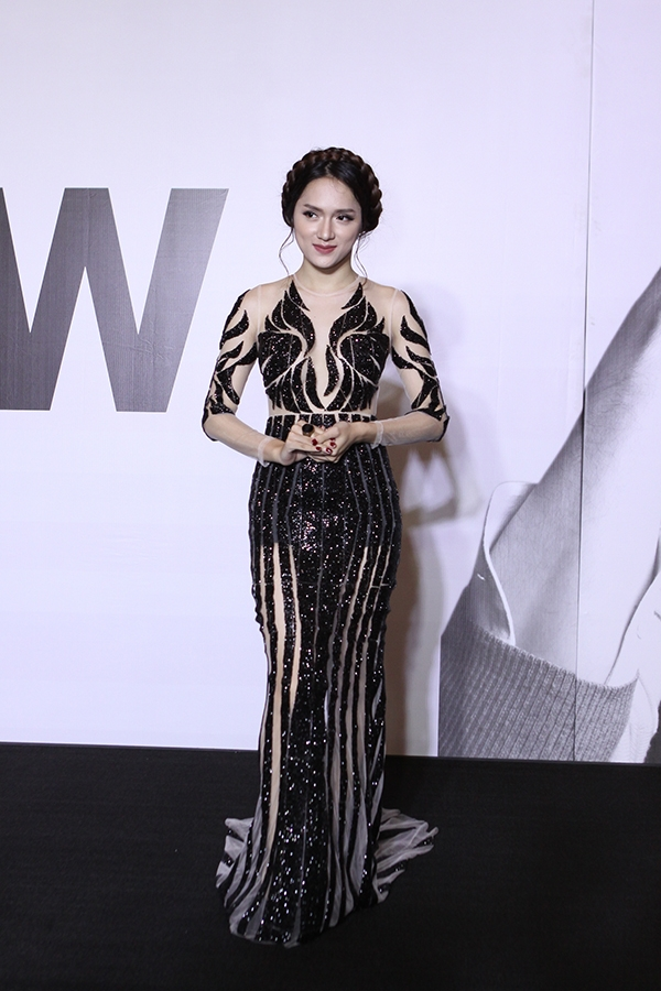 Hương Giang Idol được đánh giá là một trong những mĩ nhân nổi bật nhất trên thảm đỏ LYNK Fashion Show 2015 với bộ váy xuyên thấu tinh tế của nhà thiết kế Huy Trần. - Tin sao Viet - Tin tuc sao Viet - Scandal sao Viet - Tin tuc cua Sao - Tin cua Sao