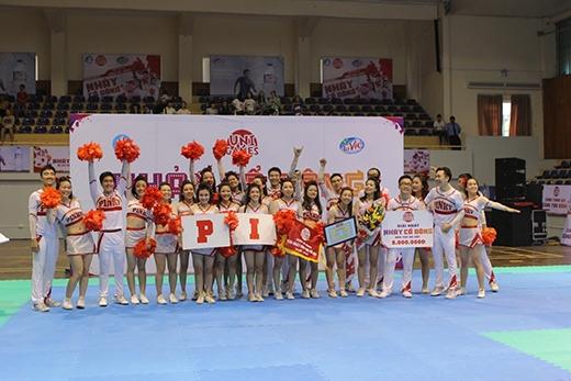 ĐH Ngoại Thương Hà Nội đã giành giải nhất Cheerdancekhu vựcphía Bắc.