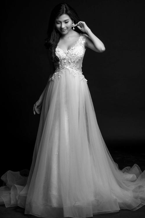 Cô dâu diện đầm ren trắng dịu dàng, nữ tính. - Tin sao Viet - Tin tuc sao Viet - Scandal sao Viet - Tin tuc cua Sao - Tin cua Sao