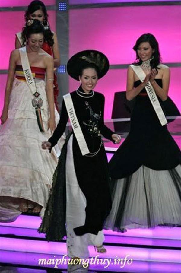 Do hành lí bị thất lạc nên Mai Phương Thúy đã diện luôn trang phục truyền thống cho phần thi váy dạ hội. Sự khác biệt này đã góp phần giúp người đẹp có mặt trong top 15 chung cuộc. Đây cũng là thành tích cao của Việt Nam tại Hoa hậu Thế giới.
