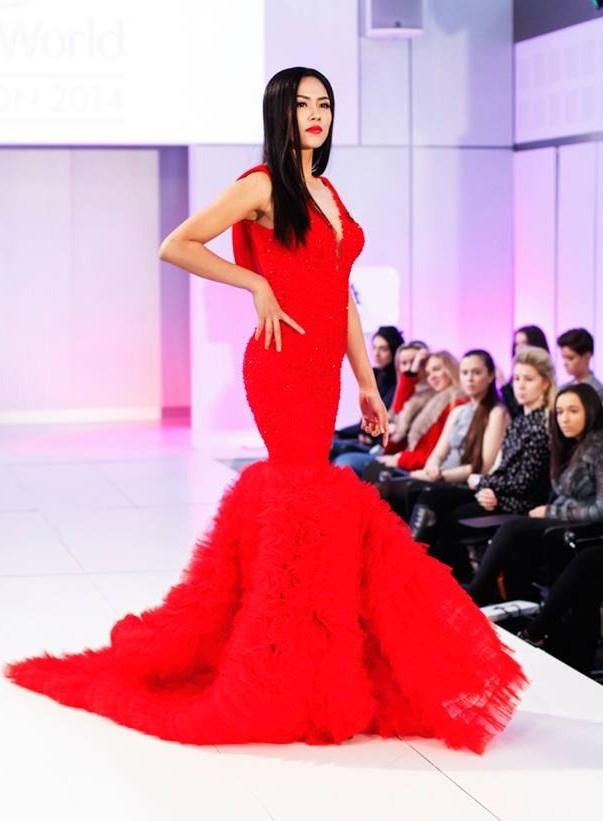 Đây cũng là trang phục của Nguyễn Thị Loan tại phần thi Hoa hậu Thời trang.