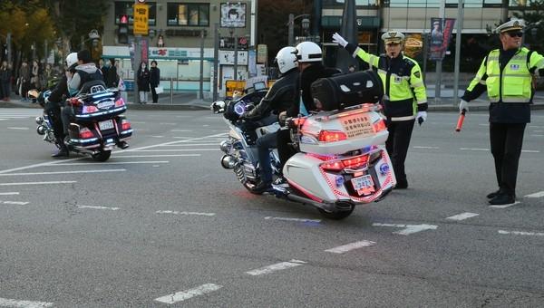 Lưc lượng cảnh sát được huy động để đảm bảo an toàn giao thông trong suốt kì thi này. (Ảnh: Internet)
