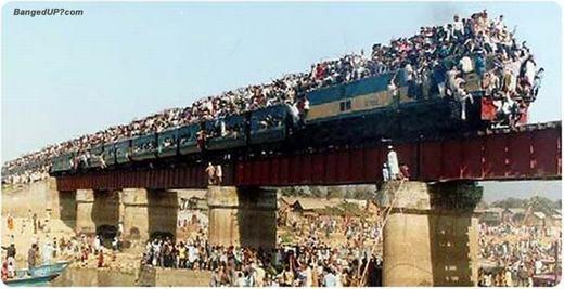 """Còn đây là cảnh """"tàu người"""" ở Ấn Độ. (Ảnh: Internet)"""