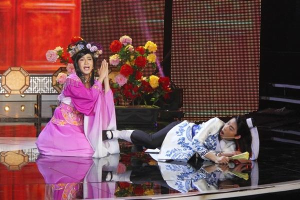 Với sự hỗ trợ của ê-kíp cùng trợ diễn Quang Trung, nam diễn viên trẻ đã thăng hoa trên sân khấu. - Tin sao Viet - Tin tuc sao Viet - Scandal sao Viet - Tin tuc cua Sao - Tin cua Sao