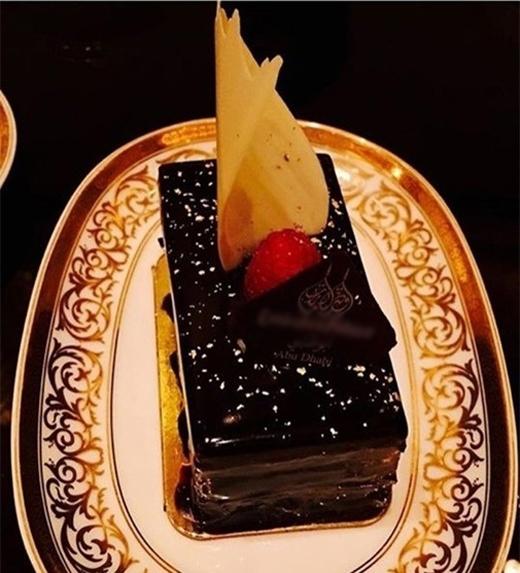 Hà Hồ ăn bánh dát vàng tại khách sạn xa xỉ nhất thế giới - Tin sao Viet - Tin tuc sao Viet - Scandal sao Viet - Tin tuc cua Sao - Tin cua Sao