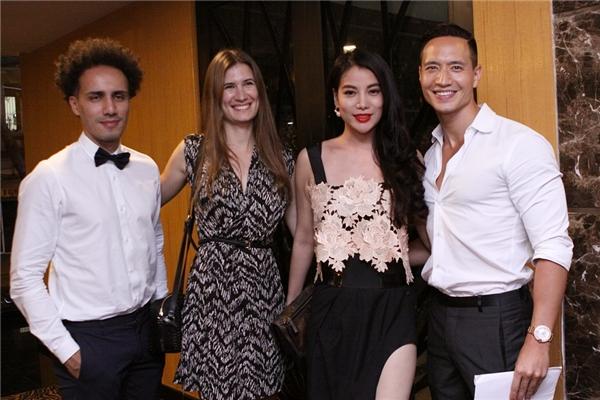Cả hai đã cùng nhau tổ chức bữa tiệc sinh nhật ấm cúng tại một quán bar nổi tiếng ở Sài Gòn. - Tin sao Viet - Tin tuc sao Viet - Scandal sao Viet - Tin tuc cua Sao - Tin cua Sao