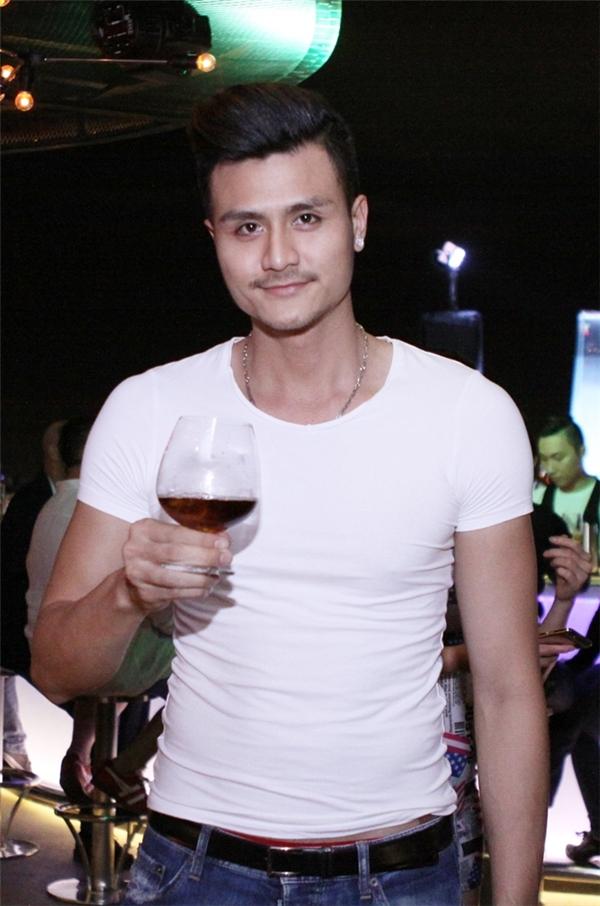 Mĩ nam showbiz Việt thu hút người đối diện bởi vẻ nam tính đầy cuốn hút. - Tin sao Viet - Tin tuc sao Viet - Scandal sao Viet - Tin tuc cua Sao - Tin cua Sao