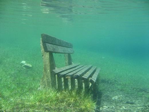 ... những băng ghế cũ... (Ảnh: Internet)