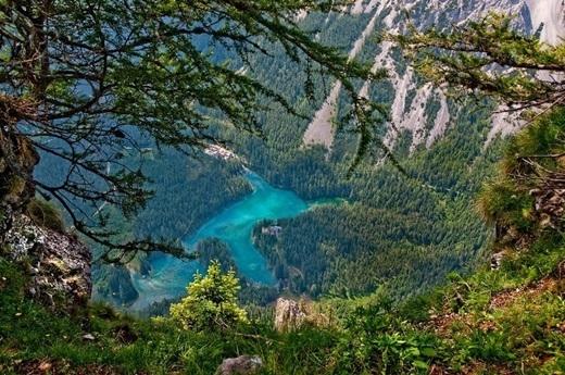 Grüner Seenhư một viên ngọc quý giá của thiên nhiên, vừa đặc biệt, vừa quyến rũ. (Ảnh: Internet)