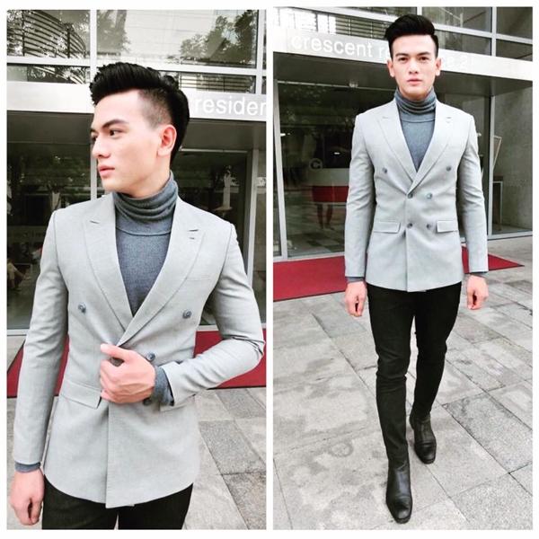 Chàng thơ mới của nhà thiết kế Đỗ Mạnh Cường vô cùng lịch lãm, bảnh bao với áo phông cổ lọ, vest cách điệu nhẹ nhàng kết hợp cùng quần skinny.