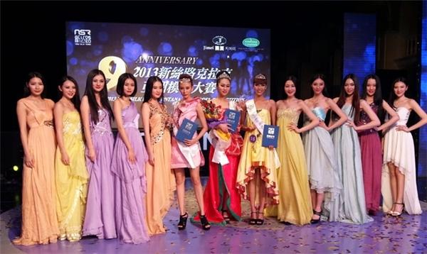 Lan Khuê từng đại diện Việt Nam tham dự cuộc thi Siêu mẫu Châu Á 2012 và xuất sắc đạt giải 3, nằm trong Top 5 tất cả những phần thi phụ và đoạt giải phụ Siêu mẫu ăn ảnh nhất. Ngay sau đó, cô tiếp tục là đại diện cho Việt Nam tại cuộc thi Miss Model of the World 2012 được tổ chức tại Trung Quốc. Tuy không đoạt giải cao nhưng nhan sắc ấn tượng của Lan Khuê cũng gây được ít nhiều sự chú ý vì nét cá tính của mình. - Tin sao Viet - Tin tuc sao Viet - Scandal sao Viet - Tin tuc cua Sao - Tin cua Sao