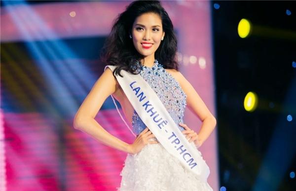 Và Lan Khuê đã có một chiến thắng vô cùng thuyết phục khi đăng quang Hoa khôi áo dài Việt Nam 2014,chính thứcđại diện cho quê hương tại cuộc thi Miss World 2015. - Tin sao Viet - Tin tuc sao Viet - Scandal sao Viet - Tin tuc cua Sao - Tin cua Sao