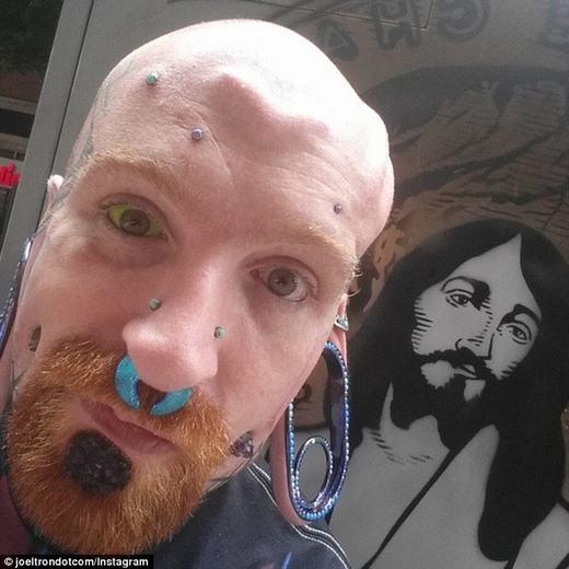 Người đàn ông có một mắt màu xanh lục. (Ảnh: Internet)