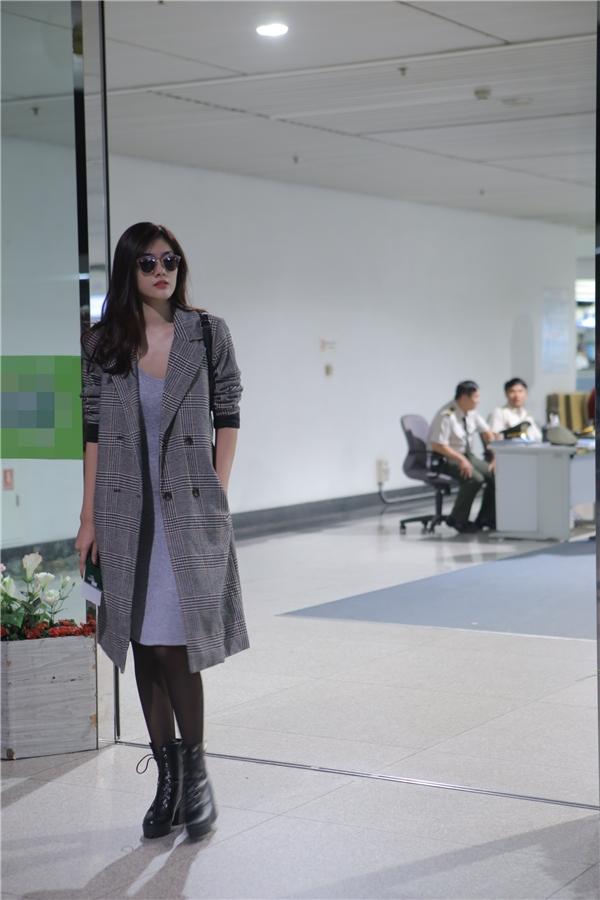 Chân dàiHuỳnh Tiên với phong cách thời trang sân bay chất lừ. - Tin sao Viet - Tin tuc sao Viet - Scandal sao Viet - Tin tuc cua Sao - Tin cua Sao