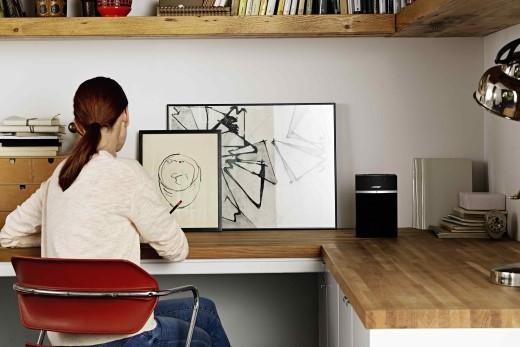 Những chiếc loa không dây giúp bạn thưởng thức âm nhạc chất lượng cao cùng gia đình và bạn bè một cách thuận tiện khắp mọi nơi trong nhà.
