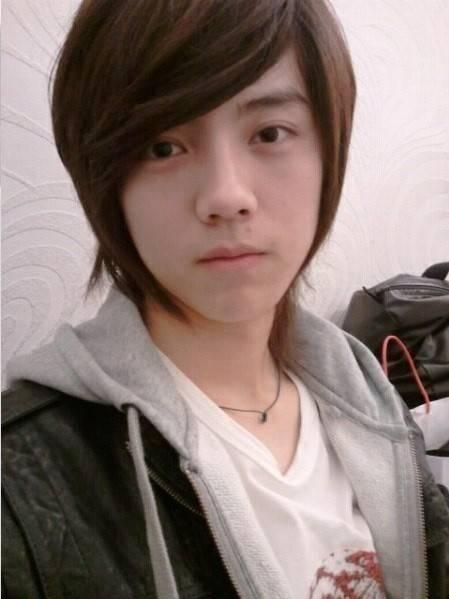 Trước khi ra mắt, Luhan đã là một hot boy nổi tiếng ở trường với nét đẹp thư sinh cùng kiểu tóc hợp mốt. Sau khi ra mắt cùng EXO và trau chuốt nhan sắc, Luhan trở thành một trong những thành viên được yêu thích nhất nhóm nhờ vẻ đẹp mĩnamhiếm có.