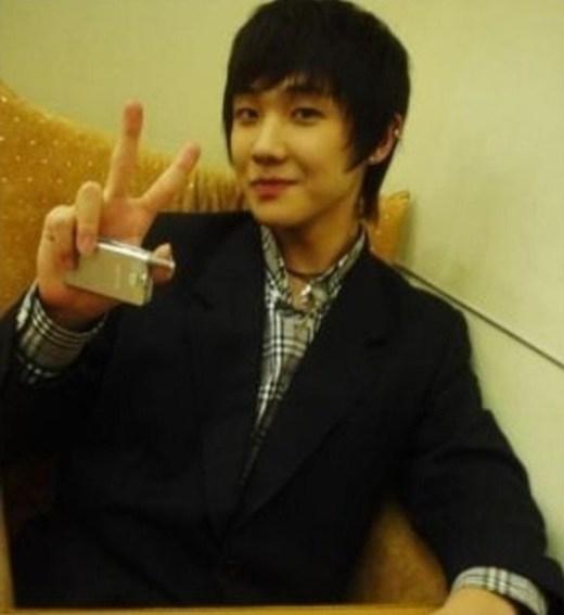 Trái với hình tượng lạnh lùng khi hoạt động cùng MBLAQ, Lee Joon trông cực hiền lành và thư sinh thời trước khi ra mắt.