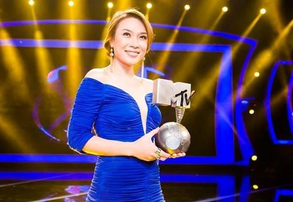 Tháng 11/2013, Mỹ Tâm giành giải Best Southeast Asia Act trong hạng mục giải thưởng EMA quốc tế, cô đã xuất sắc vượt qua các đối thủ khác trong khu vực Đông Nam Á để đạt lấy giải thưởng này. - Tin sao Viet - Tin tuc sao Viet - Scandal sao Viet - Tin tuc cua Sao - Tin cua Sao