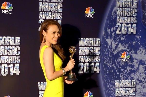 Năm 2014, cô lại một lần nữa được trao tặng danh hiệu Nghệ sĩ có Album bán chạy nhất trong lãnh thổ. Giải thưởng được trao bởi World Music Awards được tổ chức tại Monaco, Pháp. - Tin sao Viet - Tin tuc sao Viet - Scandal sao Viet - Tin tuc cua Sao - Tin cua Sao