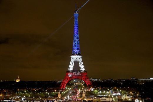 Việc thắp sáng nhằm tưởng nhớ các nạn nhân đã mất. (Ảnh: Getty Images)