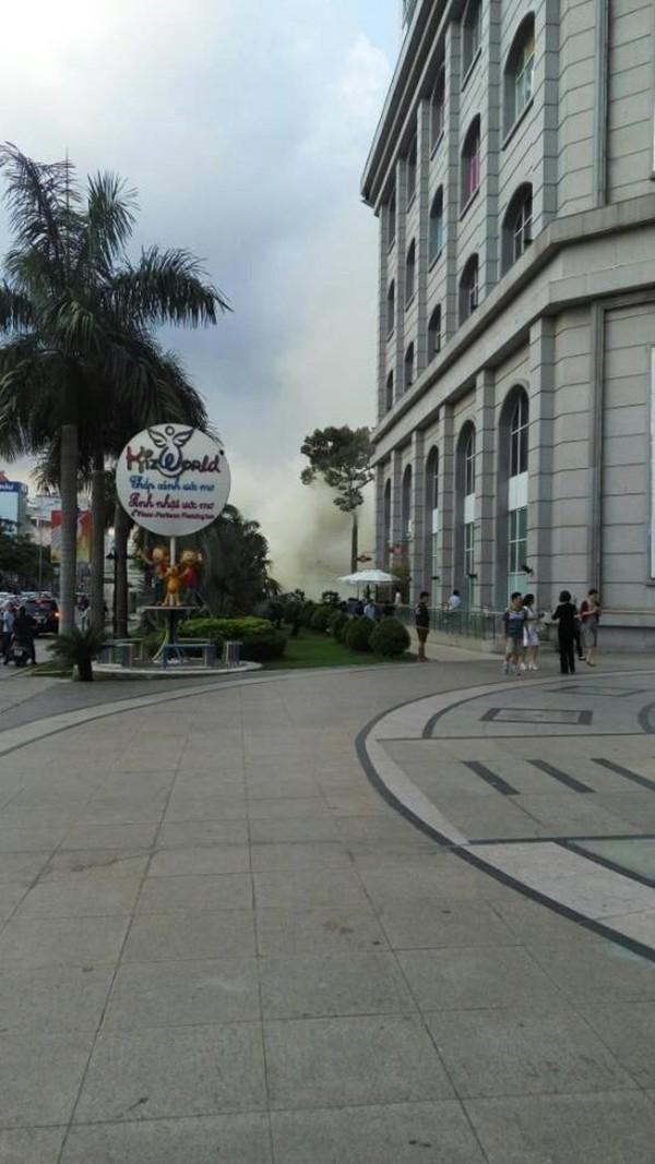 Đám cháy lớn tạo thành những cột khói bốc cao khiến người dân hoảng loạn - (Ảnh: Facebook)